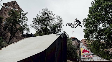 Livestream: Red Bull District Ride