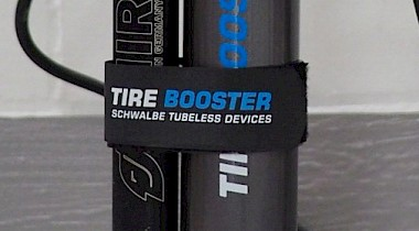 Schwalbe Tire Booster mit Mounting Strap