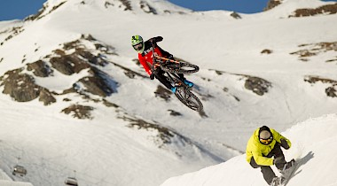 Snowboard vs. Mountainbike: Showdown am Kitzsteinhorn