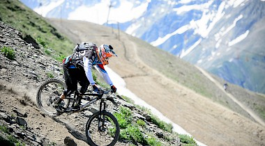Jerome Clementz und Tracy Moseley gewinnen Enduro World Series in Les 2 Alpes!